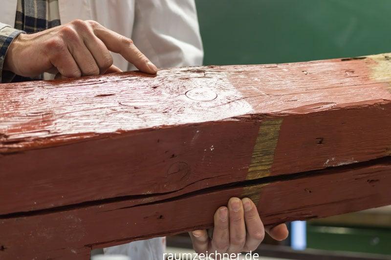 Verschiedene natürliche Farben auf Holz.